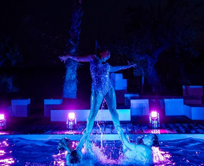 Lift from Aquabatix synchronised swimmers in Cannes
