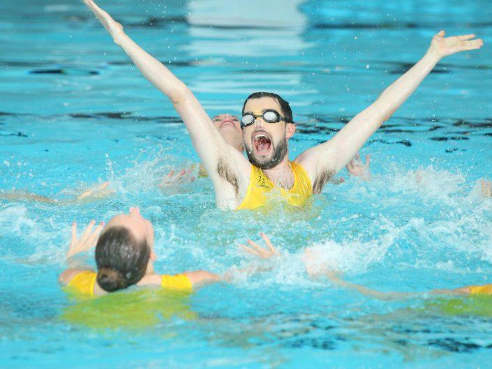 Jack Whitehall synchronised swimming with Aquabatix